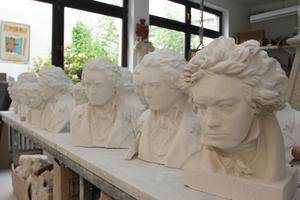 Da Ludwig van Beethoven in Bonn geboren und dort gearbeitet hat, gehören solche Büsten natürlich zum Standard-Repertoire