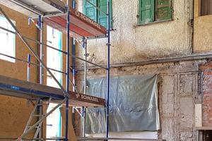 Im ehemaligen Hinterhof, zwischen Kieselhaus und Silberschmiede, entsteht ein zweigeschossiges Atrium mit Meshgewebe vor der historischen Fassade