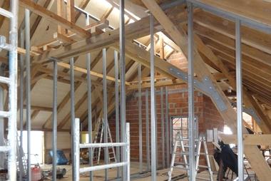 """Die neue Raumaufteilung stellten die Handwerker im Obergeschoss in Trockenbauweise her<span class=""""bildnachweis"""">Fotos: Berschneider + Berschneider</span>"""
