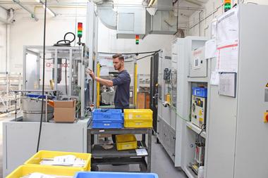 Moderne Sondermaschinen ermöglichen die Automatisierung manueller Arbeitsschritte