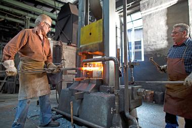 Mehr als 350 verschiedene Hammermodelle werden im Gesenkschmiedeverfahren hergestellt