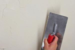 Erste Putzlage 2 bis 3mm dick auftragen