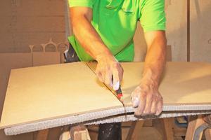 Für den Zuschnitt genügt oft ein Cuttermesser