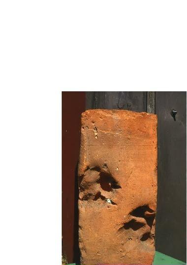 Altfriedland, Zisterzienserinnenkloster, Klosterformat-Backstein mit Tierpfotenabdruck, 1988 gefunden