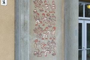 Sgraffito ist eine Kratzputztechnik mit sehr langer Tradition. In Deutschland war sie vor allem in den 1950er und 1960er Jahren populär. Außer im Denkmalschutz wird die Technik allerdings nur noch selten genutzt