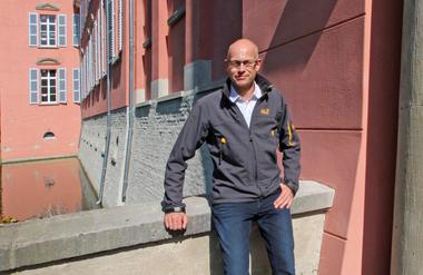 Thomas Wieckhorst, Chefredakteur der bauhandwerk, vor dem Wasserschloss Kalkum in Düsseldorf (ab Seite 26)<br />Kontakt: 05241/801040, thomas.wieckhorst@bauverlag.de