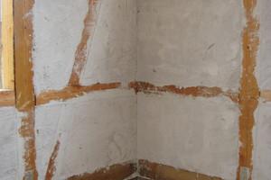 Wand vor dem Aufbringen der Schilfrohrmatten<br />