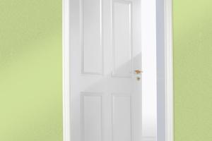 Die fertige Türfläche: Die Beschichtung besticht durch ihre edle Seidenglanzoptik und den hohen Weißgrad. Die hohe Abriebfestigkeit und mechanische Belastbarkeit machen die Oberfläche besonders langlebig und alltagstauglich