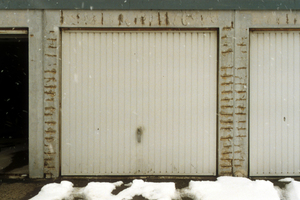 Rostende Stahlbügel an Garagen infolge sehr geringer Betondeckung