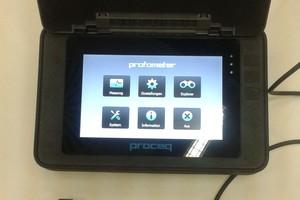 Elektromagnetisches Messgerät mit Sonde zur Bestimmung der Betondeckung
