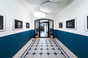 Im Eingangsbereich des Erdgeschosses kam ein leicht variierter Bodenaufbau zum Einsatz