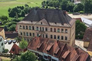 Blick auf die ehemalige Knabenschule in Furth im Wald vor Beginn der Sanierungs- und Umbauarbeiten