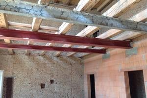 Obwohl zusätzlich je zwei Stahlträger die Spannweite der Holzbalken verringern, war die Tragfähigkeit der Konstruktion begrenzt