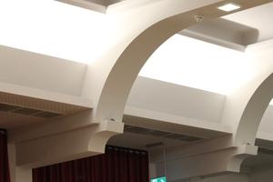 Decke im Detail: Das Licht- und Farbspiel erforderte höchste Sorgfalt bei der Oberflächenbehandlung<br />
