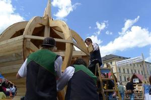 Beim Stadtgründungsfest im Handwerkerdorf in München enstand die Zwiebelhaube