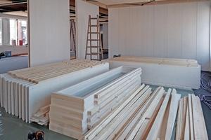 Verschiedene Systemelemente wie Flächen-, Eck- und Türelemente decken nahezu jeden Anwendungsfall beim Innenausbau samt Anschlüssen ab