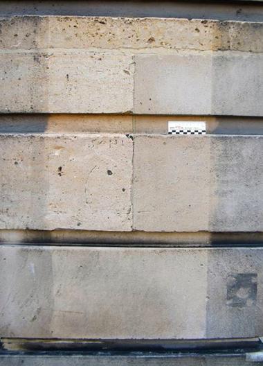 Musterflächen mit Reinigungskompressen am Hotel de Rohan, Paris; Reinigungsergebnisse