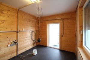 In dem in Massivholzbauweise errichteten Häuschen herrscht ein angenehmes Raumklima