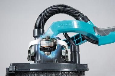 Der bürstenlose Hochleistungsmotor ist direkt am Schleifkopf platziert. Damit wird die Kraft ohne Welle übertragen