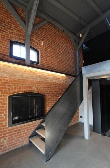 Loft in der ehemaligen Mälzerei mit Stahltreppe in die zweite Ebene