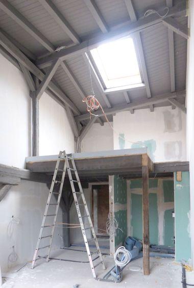 In die Hotelzimmer der ehemaligen Mälzerei bauten die Handwerker in der dritten Etage zweite Ebenen ein