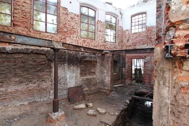 Von den Ziegelaußenmauern der Brennerei konnten zum Teil nur zwei Geschosse erhalten werden