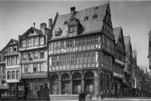 """Historische Ansicht des Fachwerkhauses """"Zur Goldenen Waage"""" in Frankfurt am Main"""