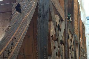 Fast das komplette Fachwerk besteht aus 300 bis 400 Jahre altem Holz