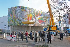 Ende Oktober vergangenen Jahres wurden in Erfurt die zwölf Betonplatten mit dem Wandmosaik von Josep Renau montiert