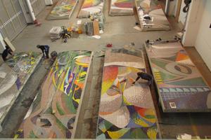 In Tautenhain hatte die Wüstenrot Stiftung eine Halle angemietet, der die Mosaikplatten auf zwölf Betonplatten als Bildträger aufgebracht wurden