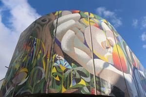 Das Wandmosaik von Josep Renau in Erfurt unmittelbar nach Montage der letzten Betonträgerplatte Ende Oktober vergangenen Jahres<br />