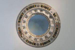 Der restaurierte Majolikaring hat einen Innendurchmesser (Öffnungsmaß) von 4,20 m