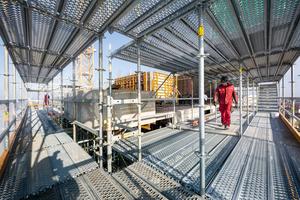 Kaum ein Bauwerk, egal ob es sich um eine Neuerstellung oder eine Sanierung handelt, kann auf den Einsatz von Gerüsten verzichten