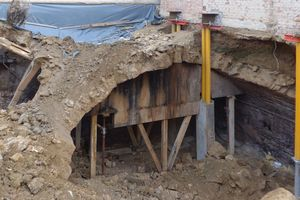 Der alte Gewölbekeller des Nachbarhauses musste abgerissen werden
