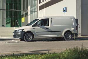 Die ersten vollelektrischen ABT e-Caddy sind seit November vergangenen Jahres bestellbar. Die Batterie von ABT e-Line ist mit Wechselstrom an einer 7,2 kW-Wallbox in rund fünf Stunden wieder vollständig aufgeladen<br />Fotos: Volkswagen Nutzfahrzeuge