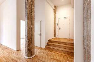 Säulen und Ziegelbögen aus dem Altbau blieben in den Wohnungen erhalten