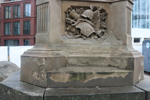 Das 1874 errichtete Denkmal wies zahlreiche Schäden auf