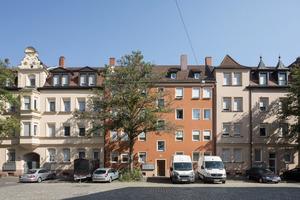 Die bauzeitliche Farbgebung der unter Ensembleschutz stehenden Siemens-Schuckert-Siedlung basiert auf einer Palette von Farbtönen, die sich an Sandsteinen der Region und an der Farbe von Mauerziegeln orientierte