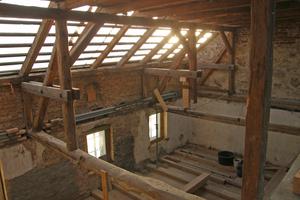 Der Dachstuhl wurde so verstärkt, dass eine 30 cm dicke Wärmedämmung eingebaut werden konnte