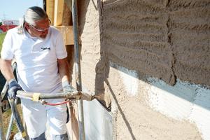 Um die Fassade dauerhaft vor Schäden zu bewahren, muss der Unterputz sorgfältig auf das Mauerwerk abgestimmt sein