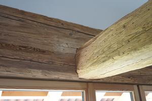 Detail Anschluss Deckenbalken an Holzfensterelement<br />