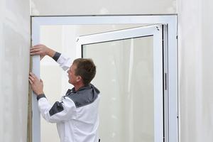 Brandschutztüren müssen unter anderem mit Mineralwolle hinterfüllt werden, um den Brandschutzanforderungen gerecht zu werden