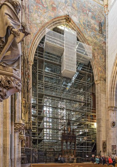 Der Chorraum des Ulmer Münsters ist 29 m lang, 15 m breit und 26 m hoch. Während der Sanierungsarbeiten war er ein knappes Jahr lang für die Besucher nicht zugänglich
