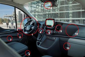 Links: Diese Punkte sollten spätestens bei jedem Fahrerwechsel gereinigt werden: 1 Lenkrad mit Bedienelementen, 2 Türgriffe/ -verriegelung, 3 elektrische Fensterheber/Außenspiegel-Einstellung, 4 Schaltknauf, 5 Instrumententafel, 6 Klimaregler, 7 Türablage, 8 Handbremse, 9 Lüftungsdüsen, 10 Armaturenträger, 11 Handschuhfach, 12 Rückspiegel. Zudem Sicherheitsgurte und -schlösser, Fahrzeugschlüssel, Sitzeinstellung, Innenbeleuchtung, Ablagen, Innenbeleuchtung usw.Foto: Ford