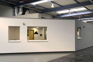 Der Büroneubau in der Werkshalle der Firma BSU in Hoppegarten nach Abschluss der Bauarbeiten<br />Fotos: BSU