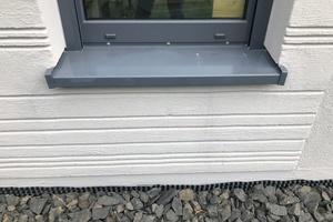 Diese Fensterbank wurde so eingebaut, dass sie sich nicht ungehindert thermisch ausdehnen kann