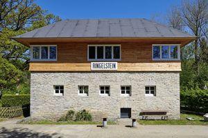 Das alte Stellwerk von 1941 wurde liebevoll saniert und zu einem kleinen Urlaubsdomizil für Sauerland-Besucher umgebaut
