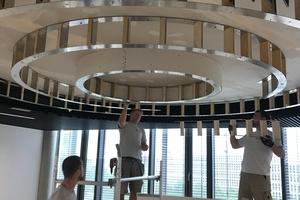 """Die Unterkonstruktion der drei Lichtringe entstand aus Metall- und Holzelementen, die beidseitig mit zwei Lagen biegsamer """"Glasroc F""""-Platten (2 x 6 mm) beplankt wurden"""