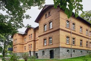 Mit Haus B9 wurde eines der letzten his-torischen Gebäude der Sächsischen Klinik Rodewisch saniert<br />Fotos: UdiDämmsysteme