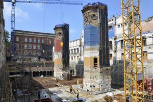 Vom historischen Gebäude blieben die Fassaden und die beiden Erschließungskerne stehen<br />Fotos: LH Architekten Landwehr Henke und Partner